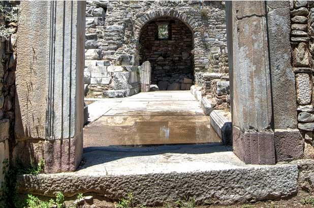holiday-ideas-in-turkey-painting-stone-arch